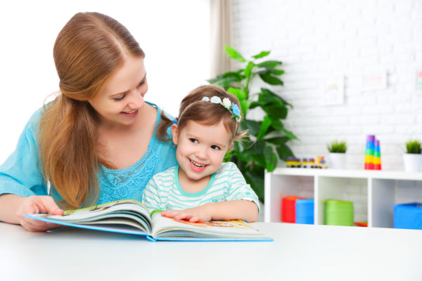 Πώς θα μάθετε στο παιδί διάβασμα | imommy.gr