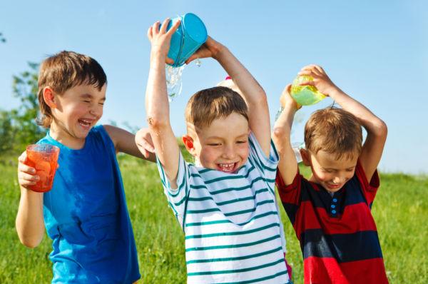 Είναι φυσιολογικό όταν ο γιος μου παίζει πολύ άγρια με τους φίλους του; | imommy.gr