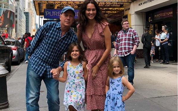 Μπρους Γουίλις: Υπέροχες φωτογραφίες με τη 40χρονη γυναίκα του και τις κορούλες τους | imommy.gr