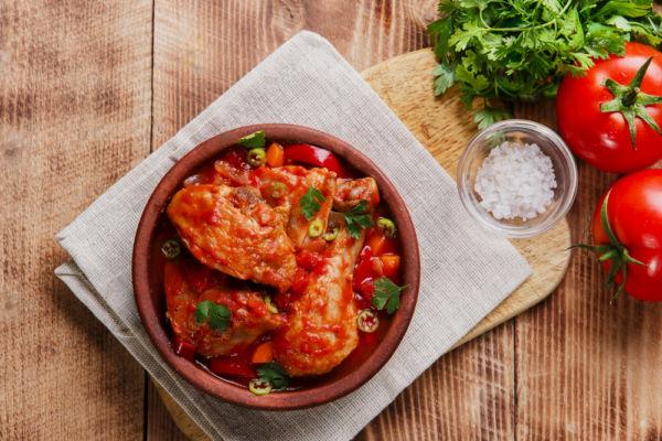 Κοκκινιστό κοτόπουλο με αγκινάρες | imommy.gr