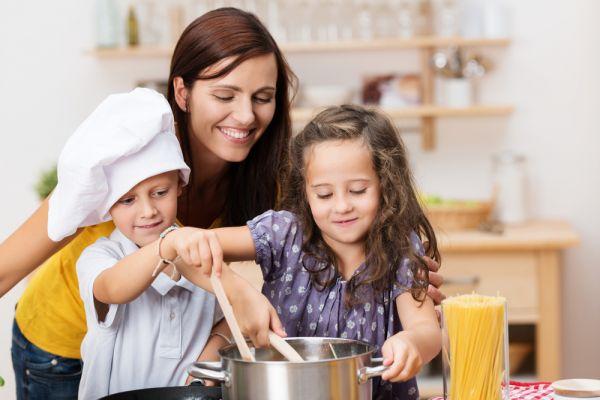 Ασφαλή σκεύη για μαγειρική με το παιδί | imommy.gr