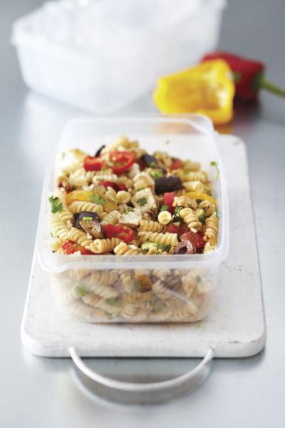 Βίδες με ψητά λαχανικά και φέτα | imommy.gr