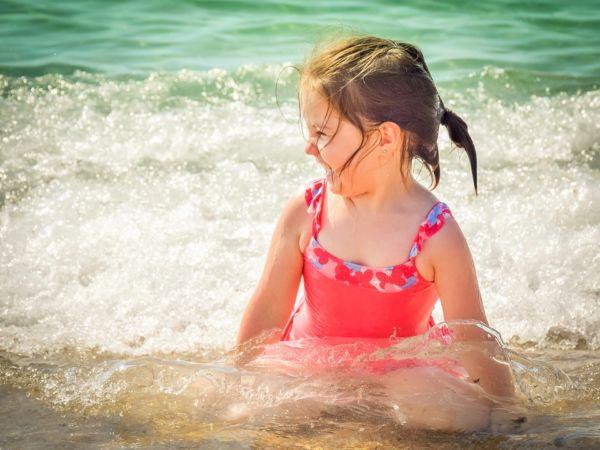 Πώς να χαρείτε άφοβα τη θάλασσα με το παιδί σας! | imommy.gr