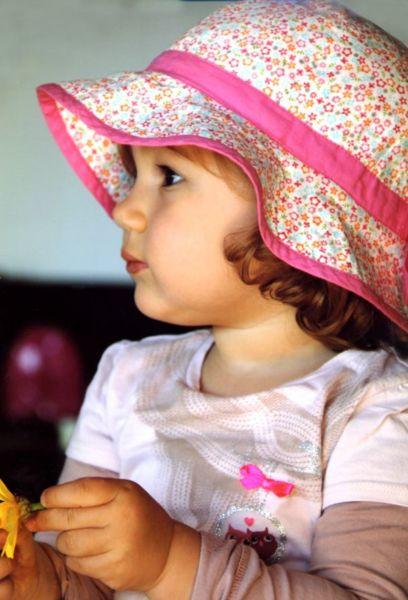 Μπορεί να μοιάζω του μπαμπά, αλλά εκείνος δεν θα ήταν τόσο ωραίος με αυτό το καπέλο! | imommy.gr