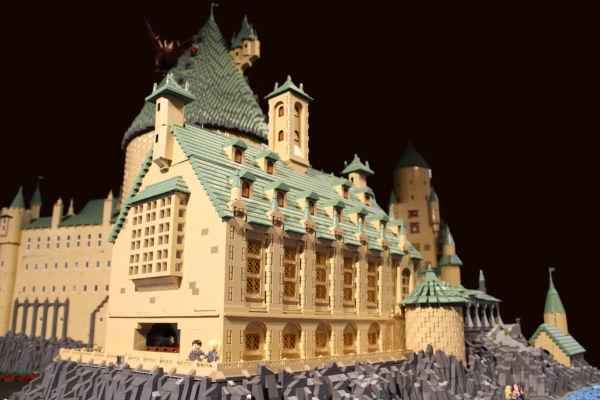 Εικόνες: Το σχολείο του Χάρι Πότερ από 400.000 τουβλάκια LEGO! | imommy.gr