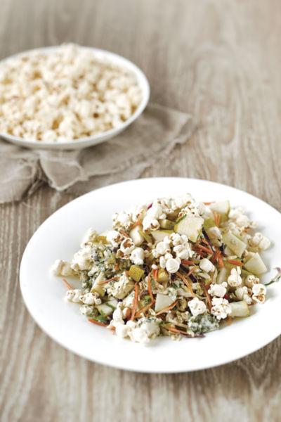 Σαλάτα λάχανο με ποπκόρν και σαλάμι | imommy.gr