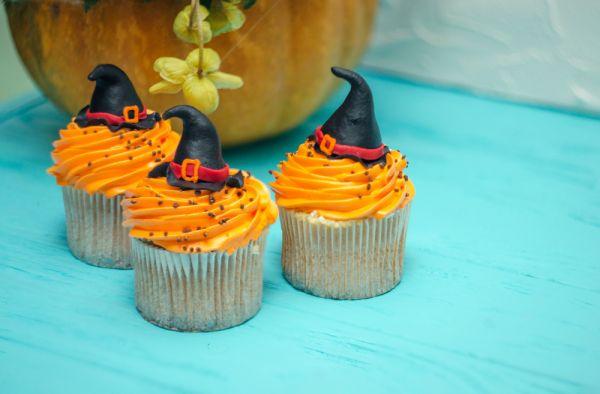 Έτοιμα cupcakes με μάγισσες για το Χάλοουιν | imommy.gr