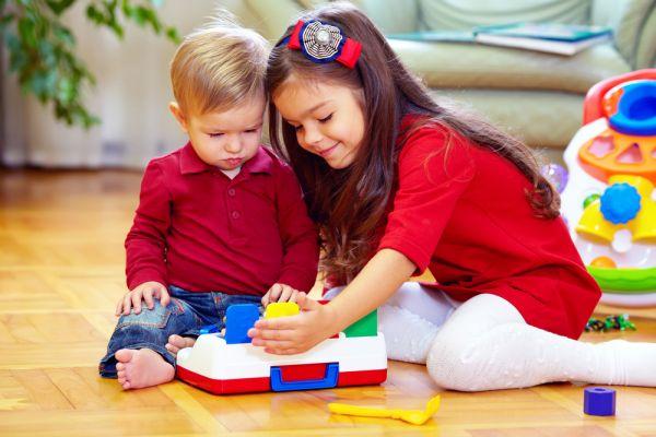Τα παιχνίδια του μεγάλου παιδιού με το μωρό | imommy.gr
