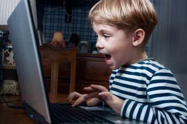 Έκρηξη του παιδικού εθισμού στο Ίντερνετ | imommy.gr
