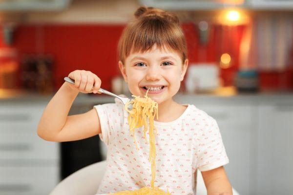 Μπορεί το παιδί να τρώει συνέχεια ζυμαρικά; | imommy.gr