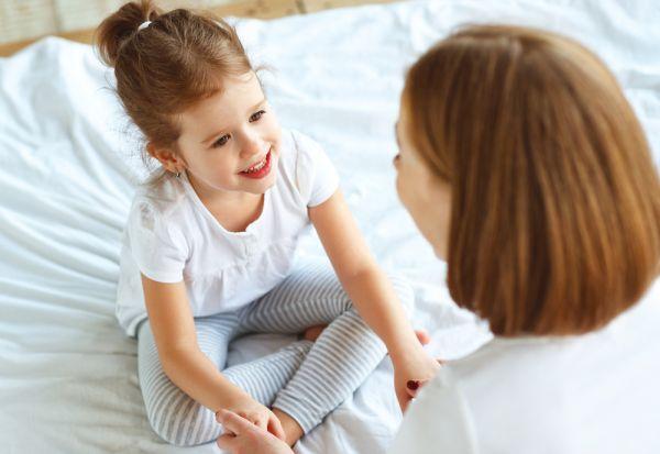 Μάθετε το παιδί να ντύνεται μόνο του ανάλογα με την ηλικία | imommy.gr