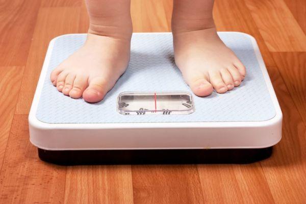 Υπέρβαρο παιδί: Πως να βοηθήσω το βοηθήσω να τρώει σωστά | imommy.gr