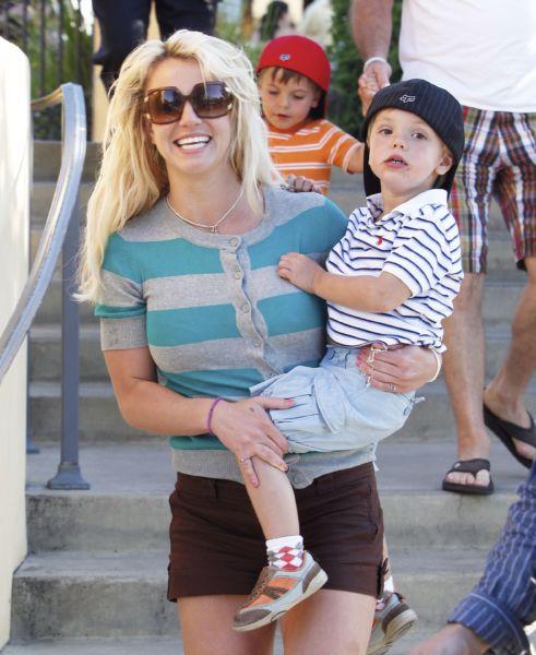 Μπρίτνεϊ Σπίαρς: «Οι γιοι μου ντρέπονται να με φιλήσουν δημόσια» | imommy.gr