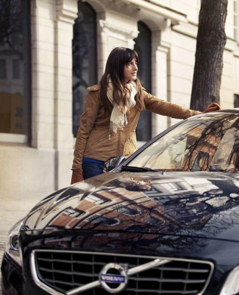 6 λόγοι για να διαλέξει μια μοντέρνα μαμά το Volvo V40 | imommy.gr