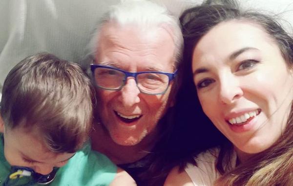 Κώστας Βουτσάς: Η σύζυγος και ο γιος του τον θαύμασαν στη σκηνή | imommy.gr