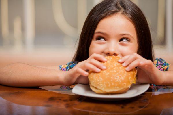 Τρεις έξυπνες συνταγές για τα παιδιά που λατρεύουν το fast food | imommy.gr