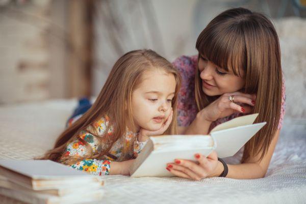 Τι να κάνετε αν το παιδί πηγαίνει σχολείο και έρχεται στο κρεβάτι σας | imommy.gr