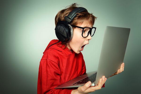 Τι κάνουν τα παιδιά τελικά στο διαδίκτυο; | imommy.gr