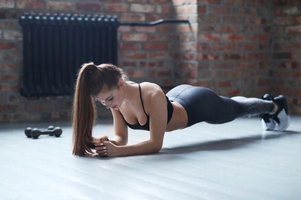 Έξι απλές ασκήσεις που θα βελτιώσουν το σώμα σας | imommy.gr