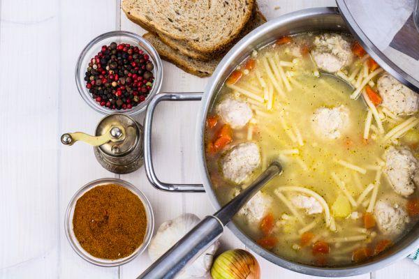 Σούπα με μακαρόνια και κεφτέδες | imommy.gr