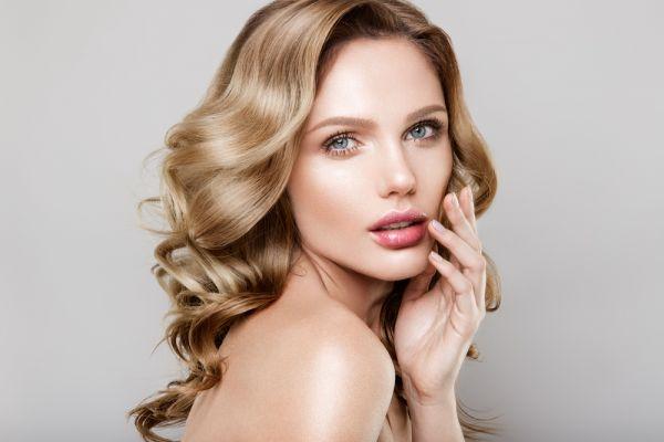 Γρήγορο μακιγιάζ μόνο με τρία προϊόντα | imommy.gr