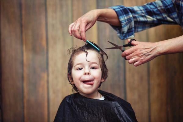 Όταν το παιδί δεν κάθεται εύκολα για κούρεμα | imommy.gr