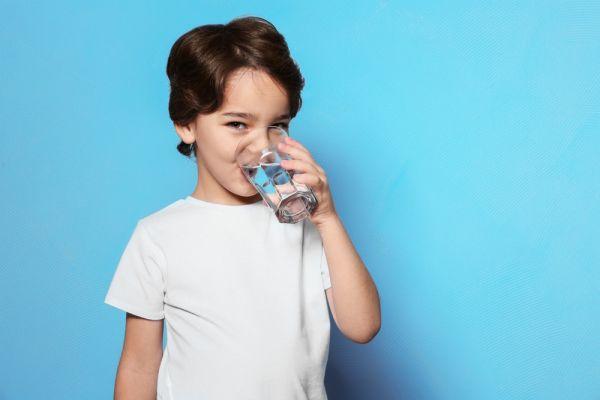 Έτσι θα κάνετε το παιδί να πίνει περισσότερο νερό | imommy.gr