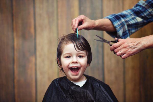 Κουρέψτε μόνες τα μαλλιά του παιδιού | imommy.gr