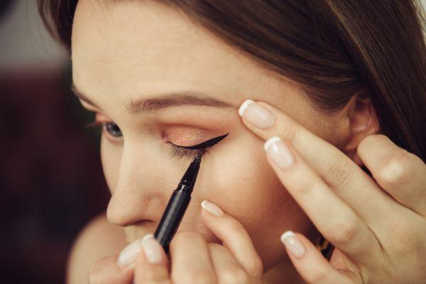 Πώς θα κάνετε άψογο cat eye make up | imommy.gr