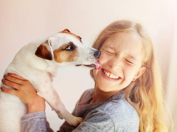 Να ανησυχήσω αν το παιδί φάει από την τροφή του σκύλου; | imommy.gr