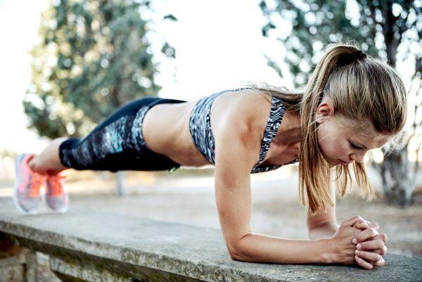 Σανίδα: Επτά παραλλαγές της κορυφαίας άσκησης για να γυμνάσετε όλο το σώμα σας | imommy.gr