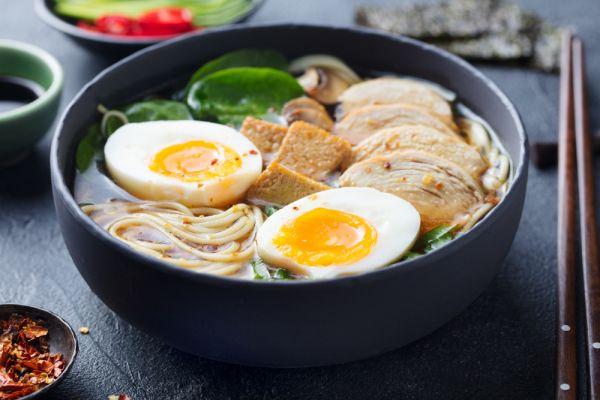 Σούπα ράμεν με κοτόπουλο και καλαμπόκι | imommy.gr
