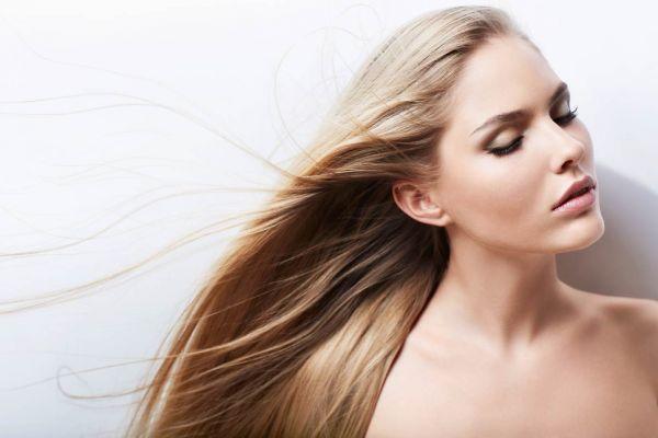 Απαλλαγείτε άμεσα από τα λιπαρά μαλλιά με ένα υλικό από την κουζίνα σας | imommy.gr