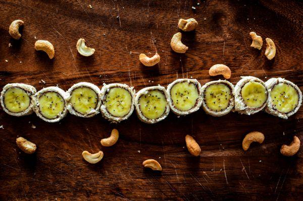 «Σούσι» με μπανάνα και πραλίνα   imommy.gr