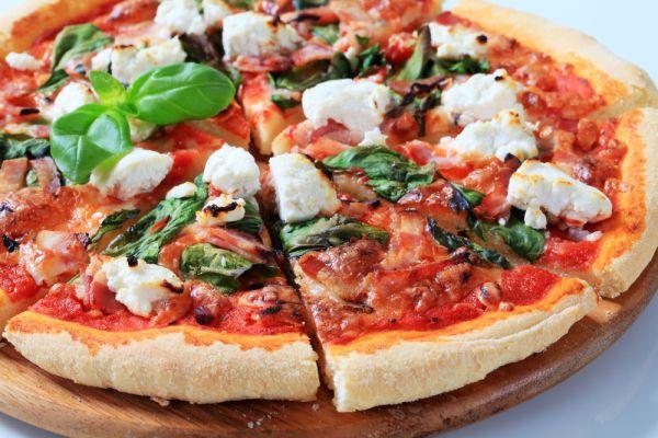 Πίτσα με σπανάκι και φέτα | imommy.gr