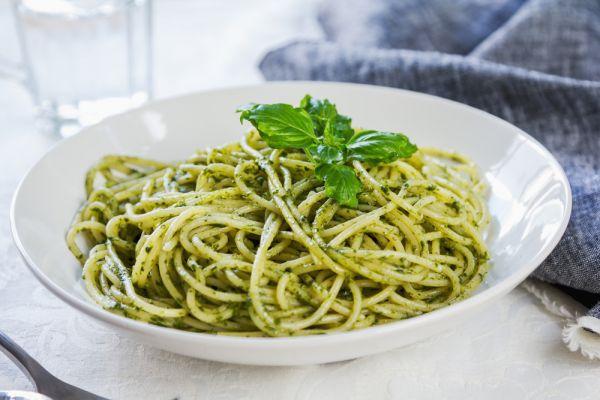 Μακαρονάδα με μυστική πράσινη συνταγή | imommy.gr