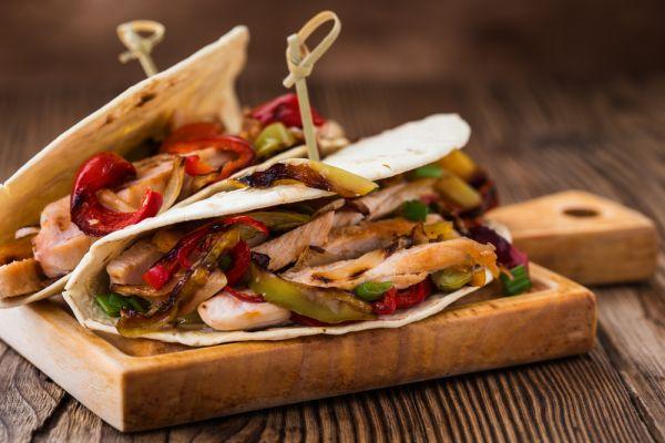 Τορτίγια με κοτόπουλο και αβοκάντο | imommy.gr