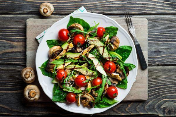 Θρεπτική σαλάτα με αβοκάντο και μανιτάρια | imommy.gr