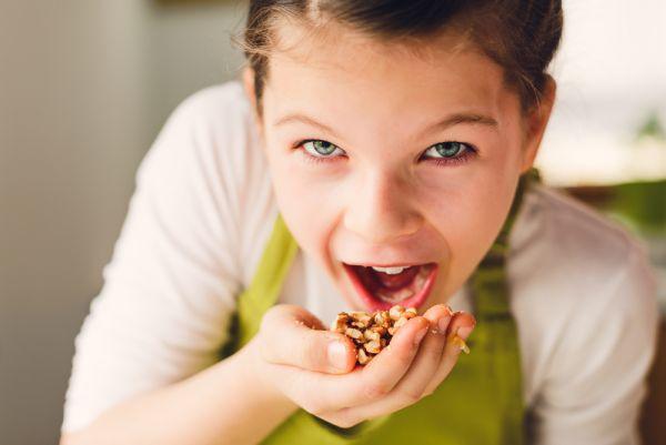 Πότε και πώς θα δώσετε ξηρούς καρπούς στο παιδί | imommy.gr