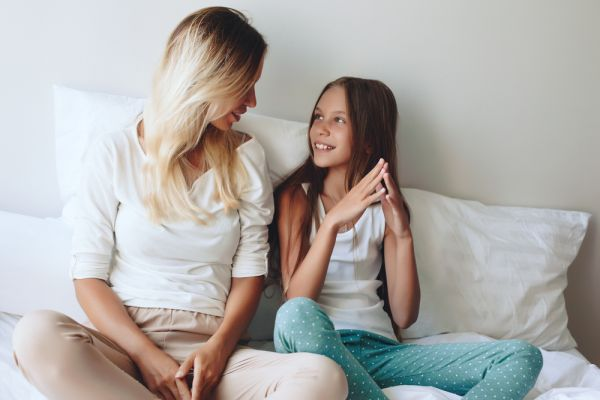 Πώς να μιλήσετε στο παιδί σας για τη φτώχεια | imommy.gr