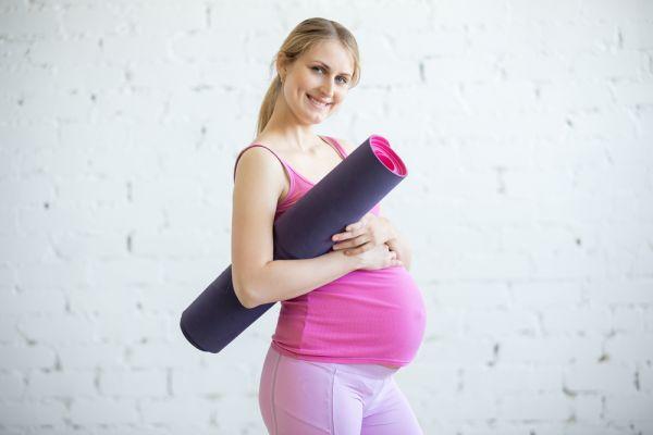 Γυμναστική για εγκύους: Πέντε απλές ασκήσεις που μπορείτε να κάνετε ξαπλωμένες | imommy.gr