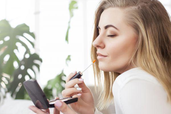 Επτά λάθη στο μακιγιάζ που σας προσθέτουν χρόνια | imommy.gr