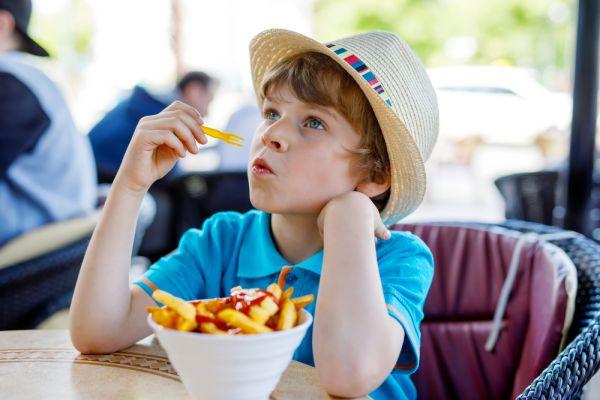 Τα διατροφικά 'εγκλήματα' των παιδιών στην κουζίνα | imommy.gr