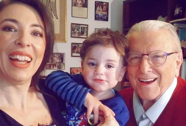 Κώστας Βουτσάς: Η τρυφερή φωτογραφία με την οικογένειά του | imommy.gr