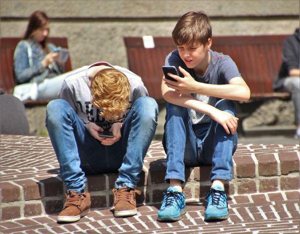 Phubbing: Μήπως είναι η νέα συνήθεια και της δικής σου οικογένειας; | imommy.gr
