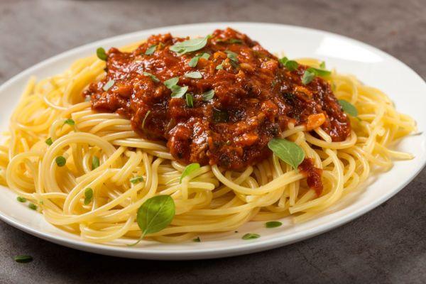 Μακαρόνια με κοκκινιστή σάλτσα τόνου | imommy.gr