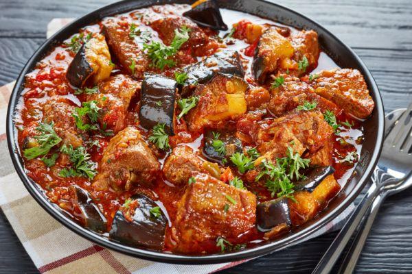 Κοκκινιστό μοσχάρι με μελιτζάνες | imommy.gr