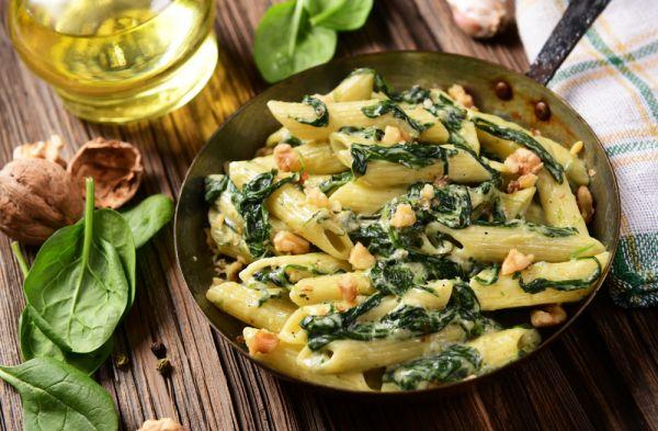 Ζυμαρικά με σπανάκι και καρύδια | imommy.gr
