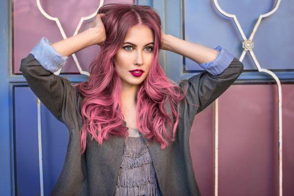 Ροζ μαλλιά: Η απόλυτη τάση για τη φετινή άνοιξη | imommy.gr