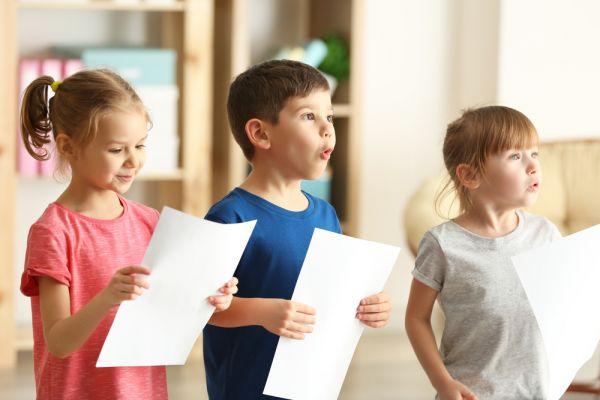 Γιατί δεν πρέπει να πείτε στο παιδί ότι δεν μπορεί να τραγουδήσει | imommy.gr